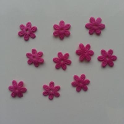 Lot de 10  fleurs  en feutrine 15 mm rose fuchsia