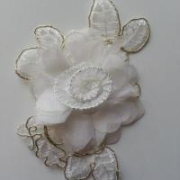 Applique fleur en dentelle  et mousseline 12*8cm blanc