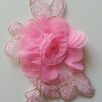 Applique fleur en dentelle  et mousseline 12*8cm rose