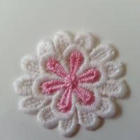 Fleur en dentelle   bicolore 50mm blanche et rose