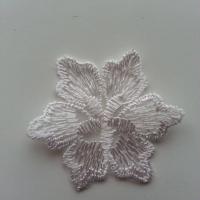 fleur en dentelle blanc 42 mm