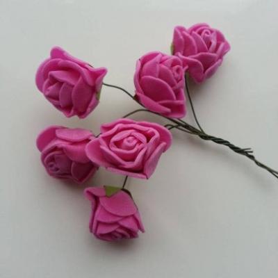 Lot de 6 roses  en mousse  2.5cm sur tige rose fuchsia
