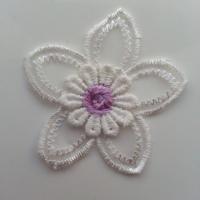 Double fleur en dentelle   50mm blanche et mauve