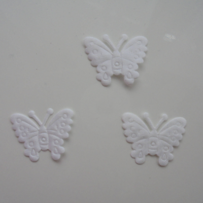 lot de 3 papillons  en satin    27*21mm blanc