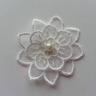 fleur en dentelle blanc  perle  45 mm