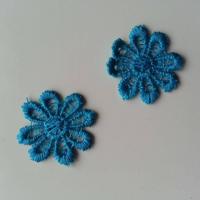 Lot de 2 fleurs en dentelle   30mm bleu turquoise