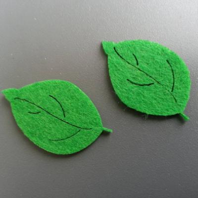 Lot de 2 feuilles en feutrine   4.5cm *3cm vert foncé