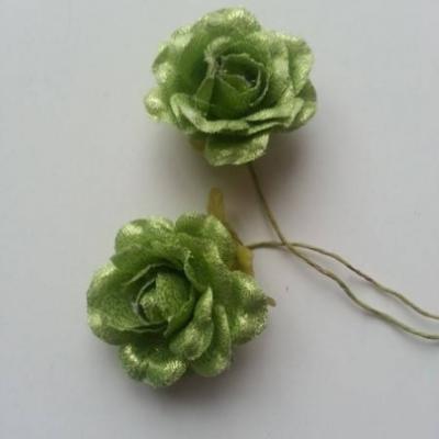 Lot de 2 roses en tissu  de 4cm sur tige vert brillant