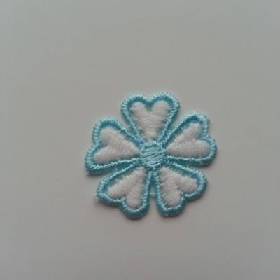 Fleur en dentelle bicolore  30mm blanc et bleu turquoise