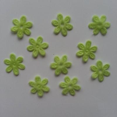 Lot de 10  fleurs  en feutrine 15 mm vert