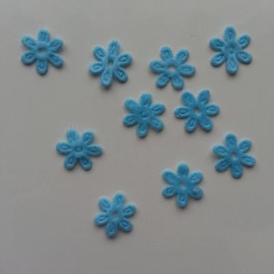 Lot de 10  fleurs  en feutrine 15 mm bleu